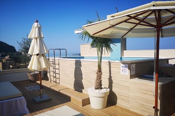 Дешевая аренда апартаментов в Черногории (Рафаиловичи) с бассейном и сауной
