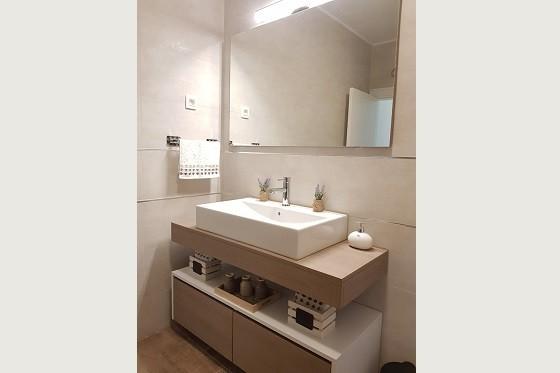 Декорированная ванная комната с душем